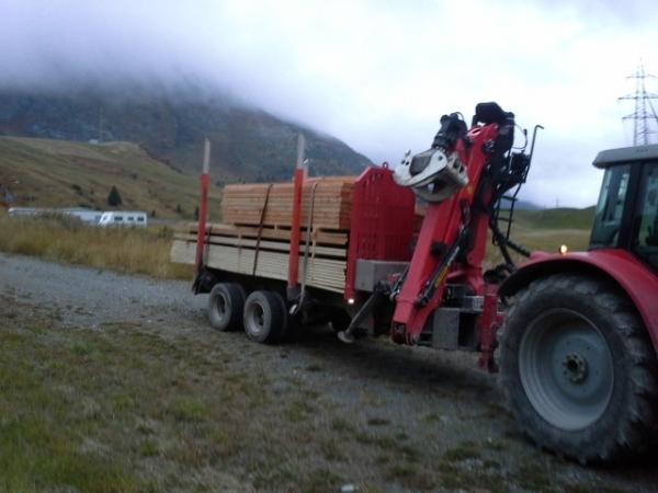 Holztransport vom Einschlagplatz bis zum Umladeplatz